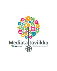 """Kuvassa värikäs kuvioista muodostuva puu, jonka rungon keskellä lukee teksti """"Mediataitoviikko - Mediataitokoulu.fi"""""""